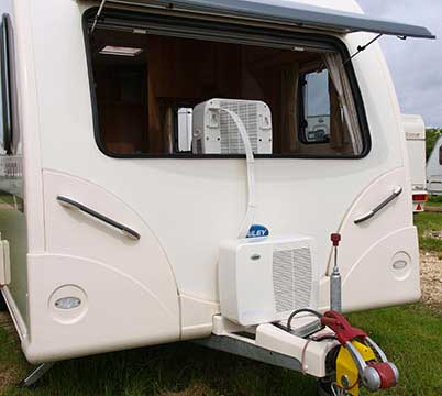 Un climatiseur mobile split pour le camping